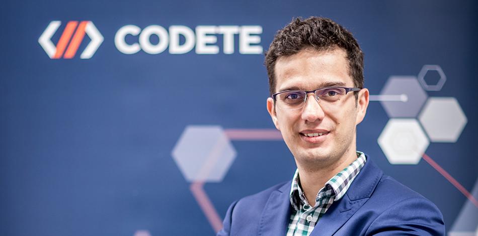 Zdjęcie przedstawia przedstawiciela firmy Codete
