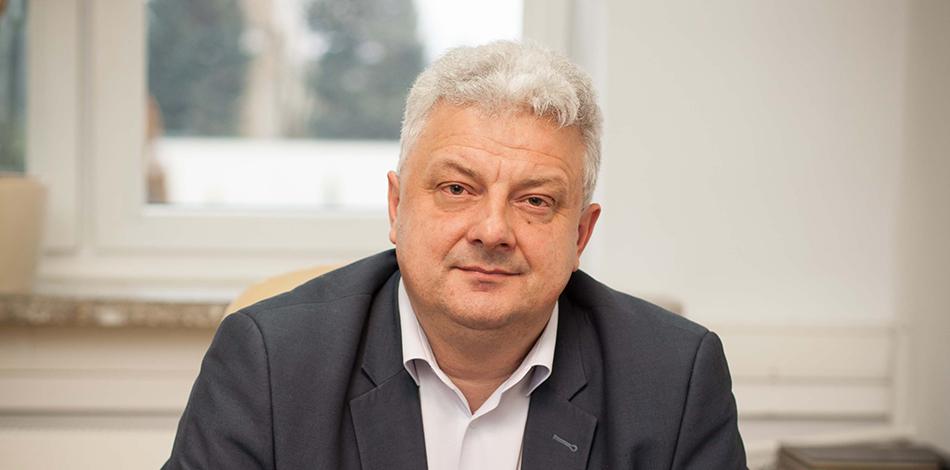 Zdjęcie przedstawia przedstawiciela firmy OPTeam