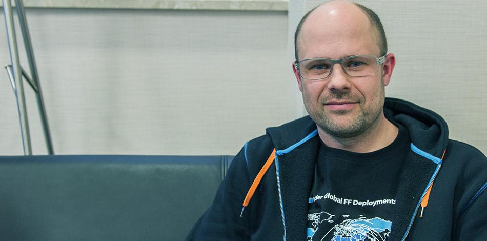 Zdjęcie przedstawia przedstawiciela firmy eLeader
